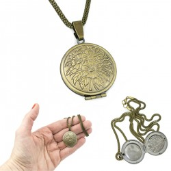 Necklace with medallion opened flowers