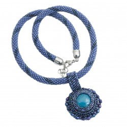 Bead necklace with agate pendant