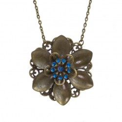 Long necklace with a flower pendant
